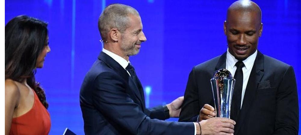 Réception du Prix du Président de l'UEFA par Didier Drogba!