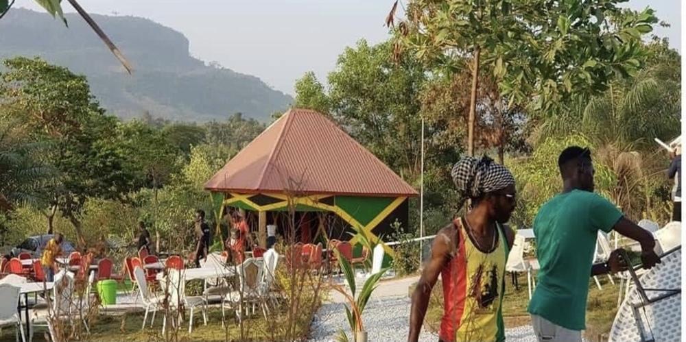 Culture : Takana Zion annonce l'ouverture d'une piscine et d'une boite de nuit à Zion-City